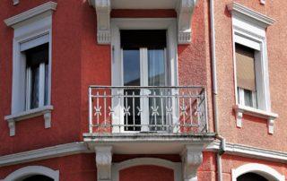 Altauwohnung mit Balkon - Außenansicht