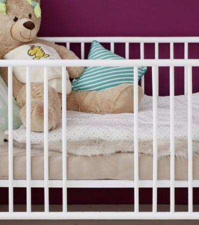 Babyzimmer Babybett Olivia in weiß Gitterbett mit Schlupfsprossen und Lattenrost Liegefläche 70 x 140 cm