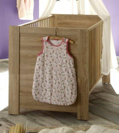 Babyzimmer Babybett Carlotta mit Schlupfsprossen und Lattenrost in Eiche sägerau