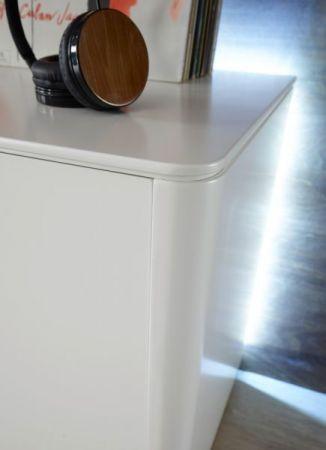 Kommode Menton in matt weiß echt Lack Anrichte 121 x 115 cm inkl. rückseitige LED Beleuchtung