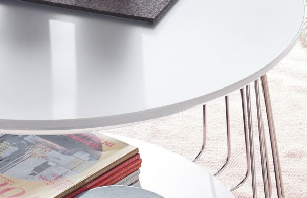 Couchtisch Vilnius in matt weiß lackiert und Metallgestell Wohnzimmertisch mit Ablage rund 70 cm Durchmesser