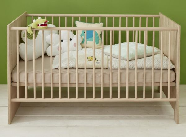 Babyzimmer Babybett Olivia in Sonoma Eiche hell Gitterbett mit Schlupfsprossen und Lattenrost 70 x 140 cm Liegefläche