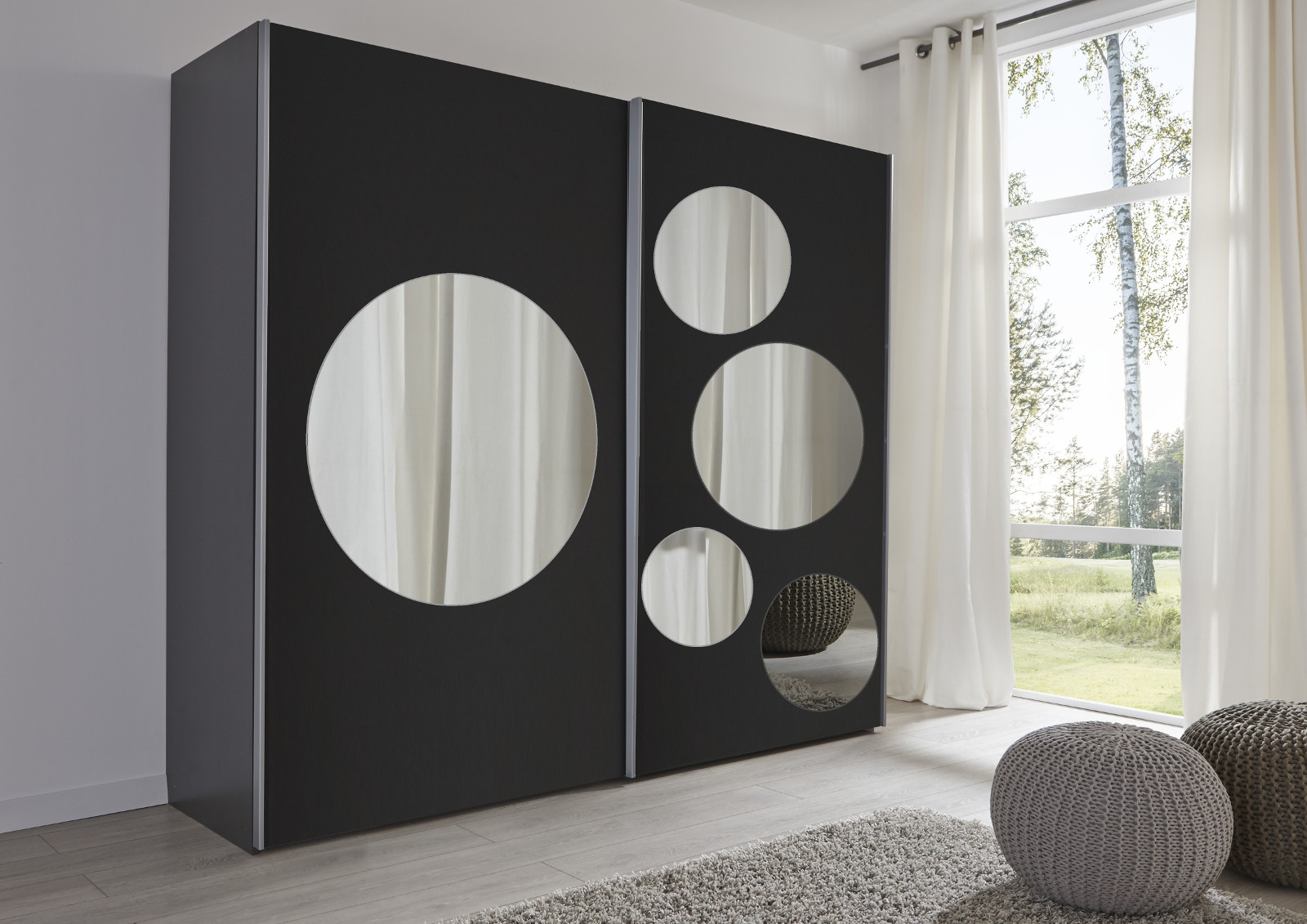 schwebet renschrank schwarz spiegel rundspiegel. Black Bedroom Furniture Sets. Home Design Ideas