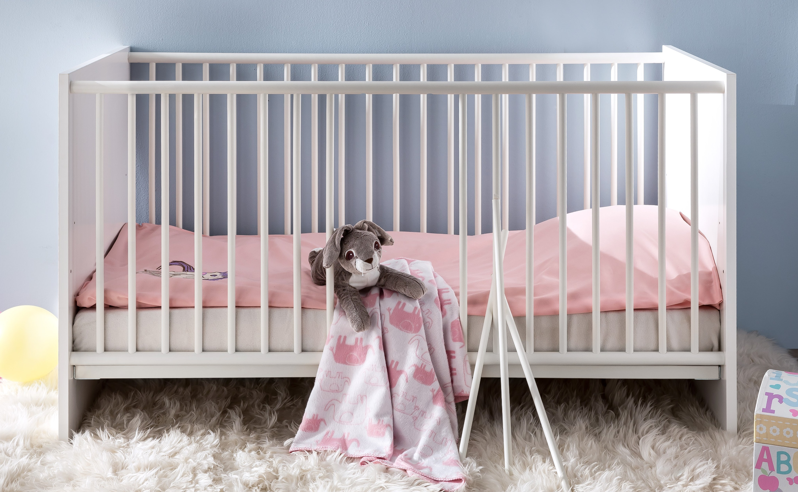 babybett gitterbett ronja in wei inkl lattenrost und schlupfsprossen ebay. Black Bedroom Furniture Sets. Home Design Ideas