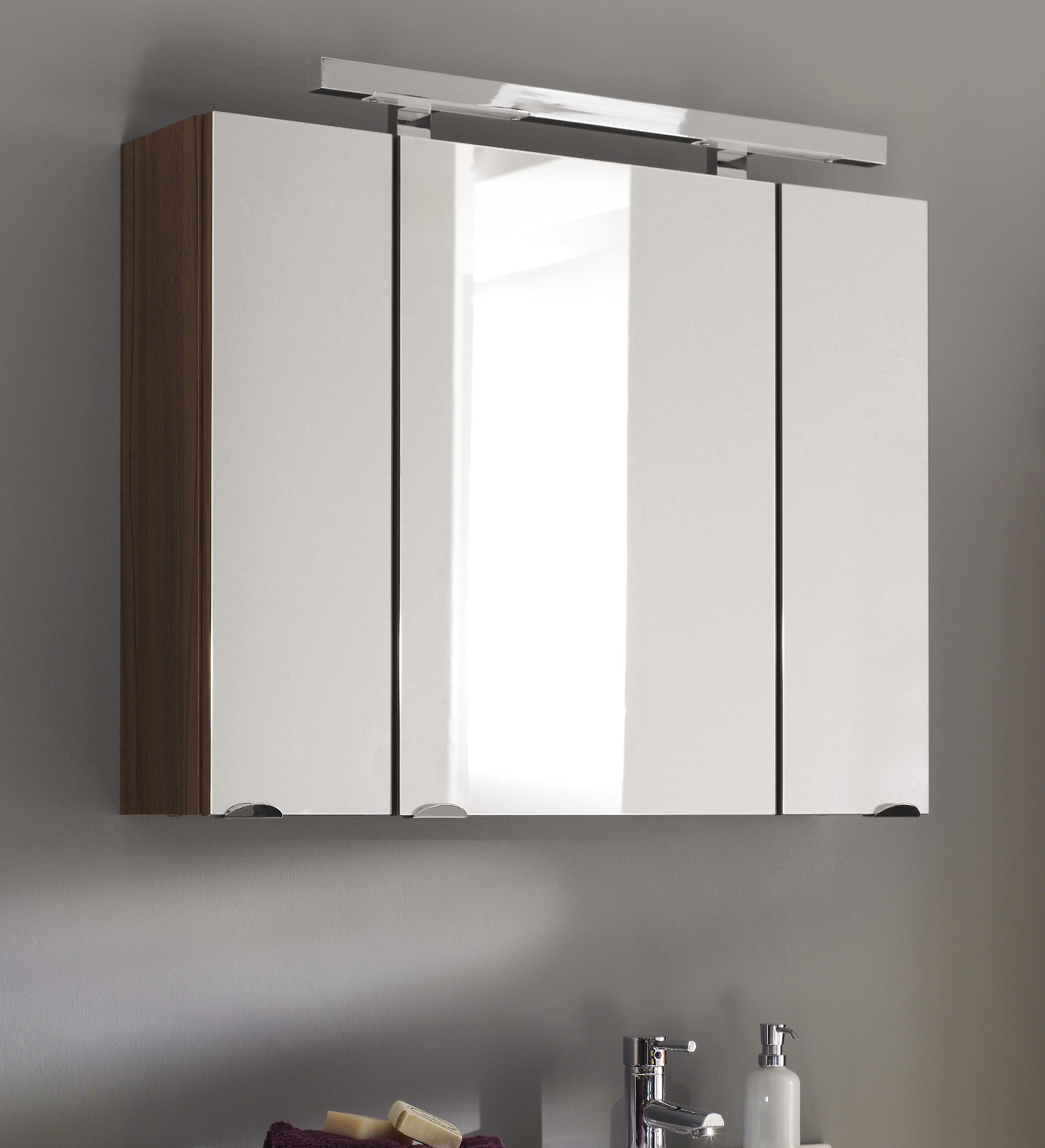badm bel spiegelschrank laonda in walnuss. Black Bedroom Furniture Sets. Home Design Ideas