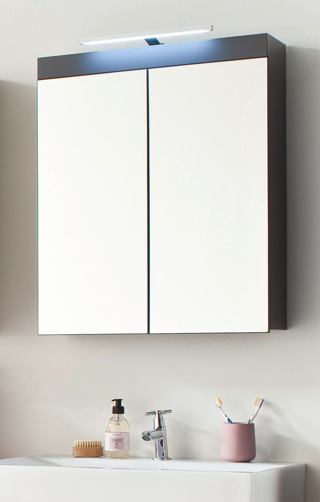 Spiegelschrank amanda hochglanz grau inkl led leuchte for Spiegelschrank grau