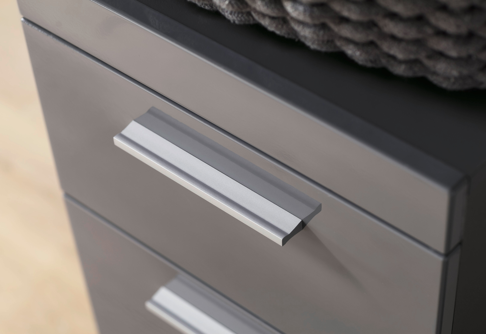 badm bel waschmaschinenschrank amanda in hochglanz grau. Black Bedroom Furniture Sets. Home Design Ideas