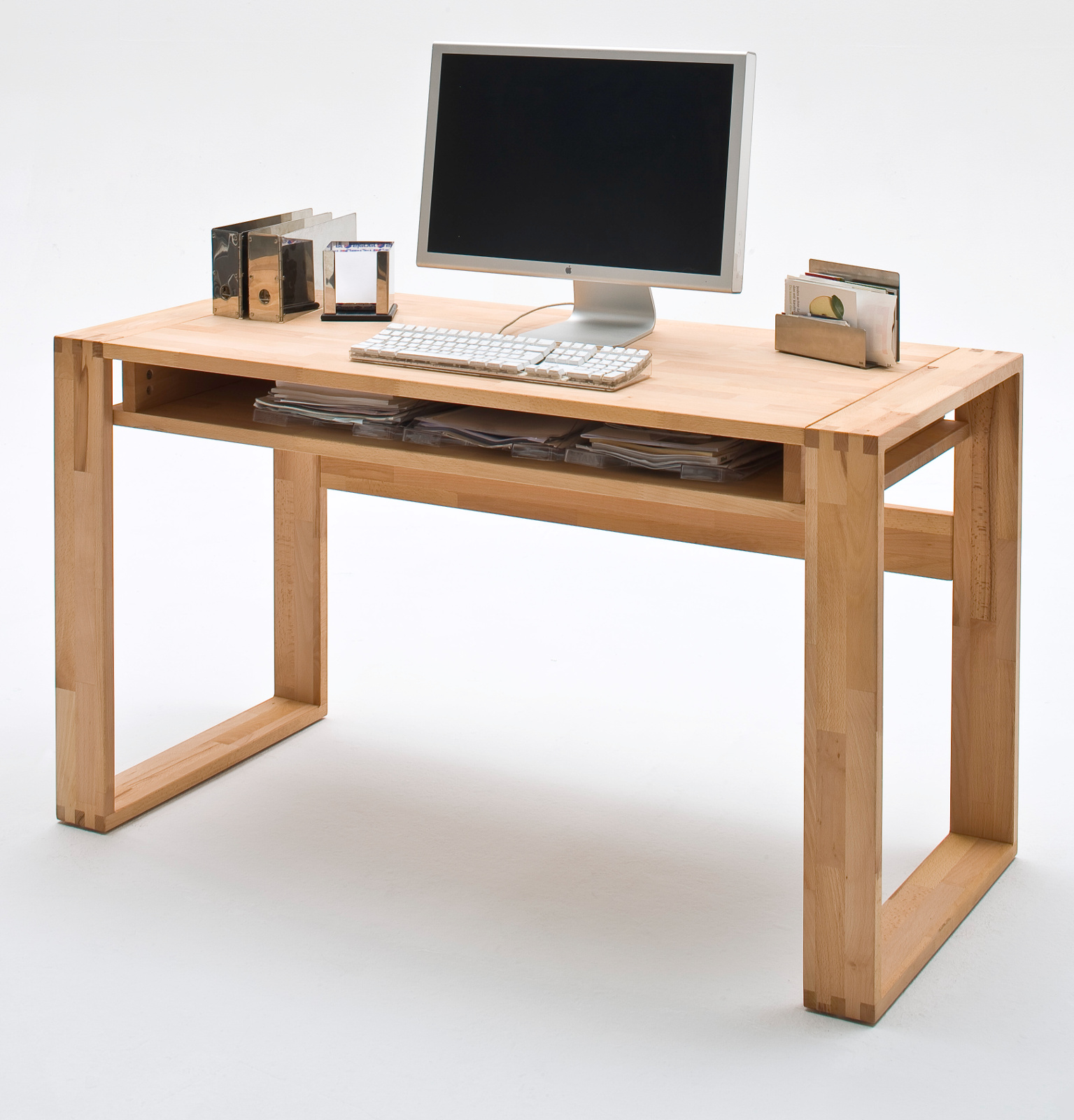 Schreibtisch jasmin kernbuche massiv 135 cm for Schreibtisch kernbuche