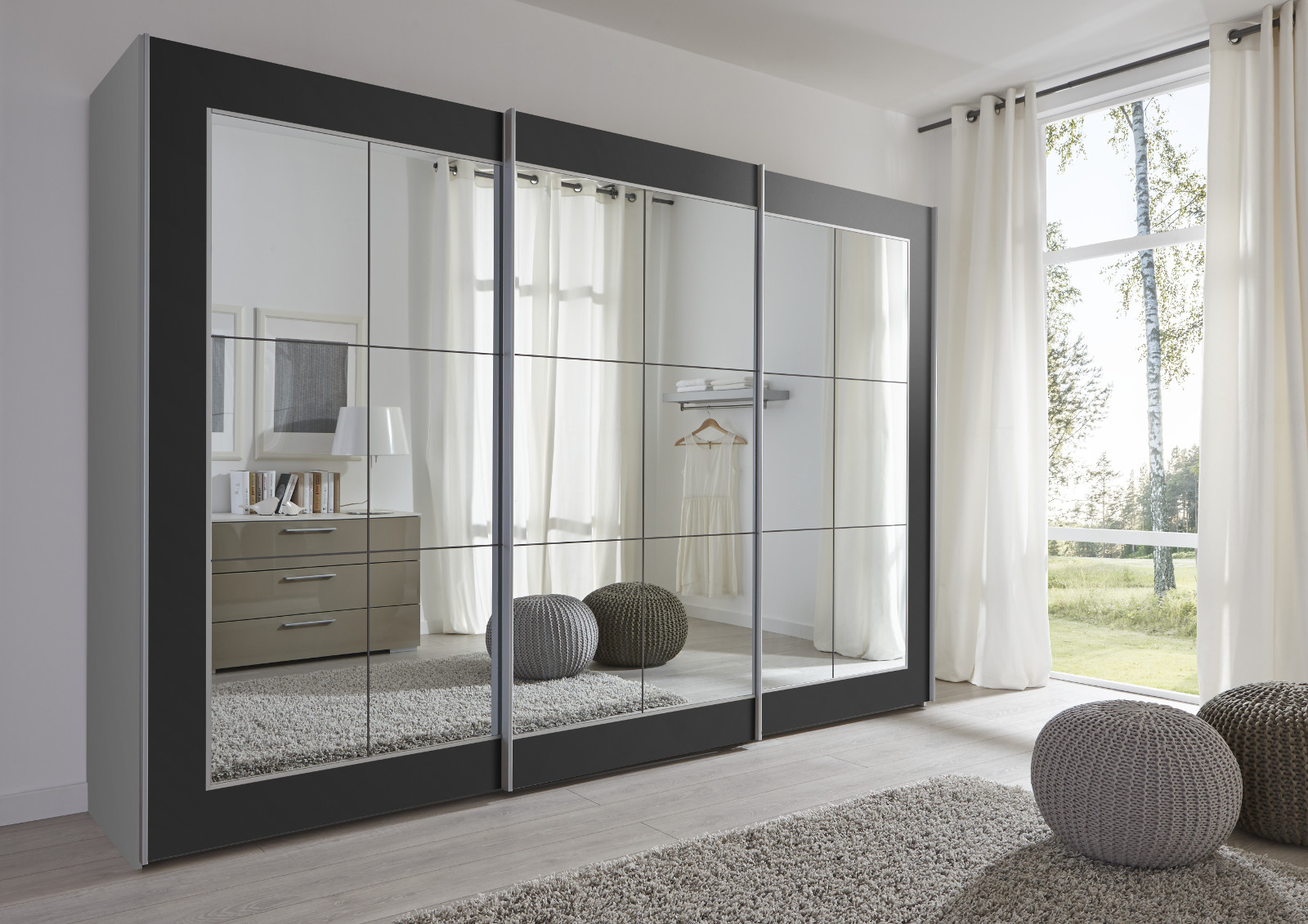 schwebet renschrank kleiderschrank wei spiegel. Black Bedroom Furniture Sets. Home Design Ideas